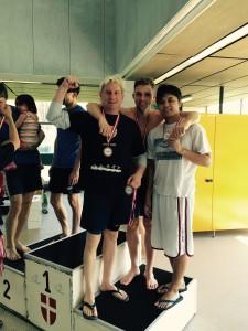 Die 4x50m Freistil Herrenstaffel (v. l. n. r.) Wolfgang Raml, Christopher Beck und Christian Abila. Carsten Schmidt, der extra für die Staffel anreiste, war für das Foto wieder abgereist.